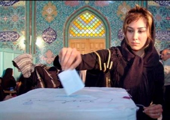 Woman voting in the Iranian elections of 2005. Contrary to statements made frequently in the mainstream U.S. media, women CAN vote in Iran starting at age sixteen.
