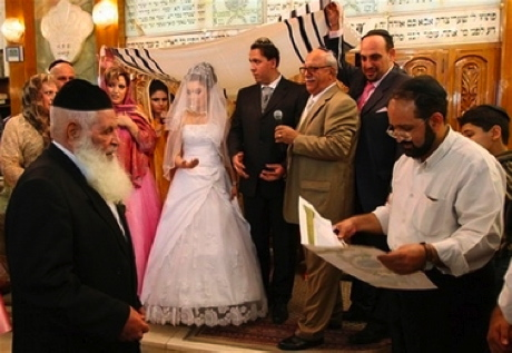 Jewish wedding in Tehran (click the link on the right for more pictures from their wedding).