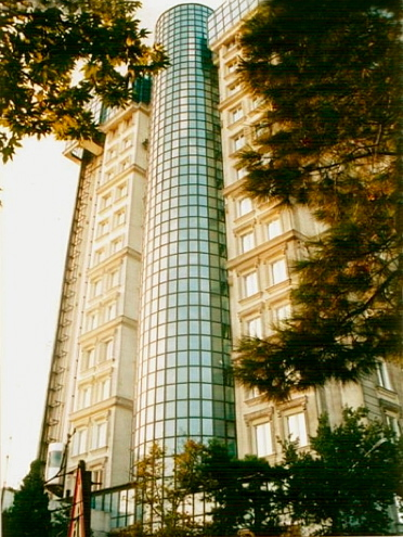 Another new building in modern Tehran (click the link at the end of window for more pictures).