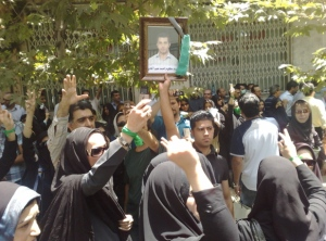 A picture of Ahmad Na'eemabadi being held up by protesters.
