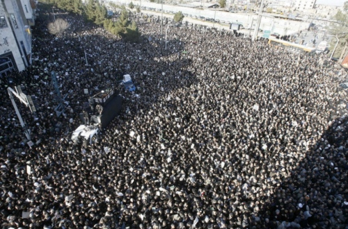 """The State-run newspaper """"Keyhan"""" estimated the crowd at Ayatollah Montazeri's funeral (above) at only 5,000!!!"""